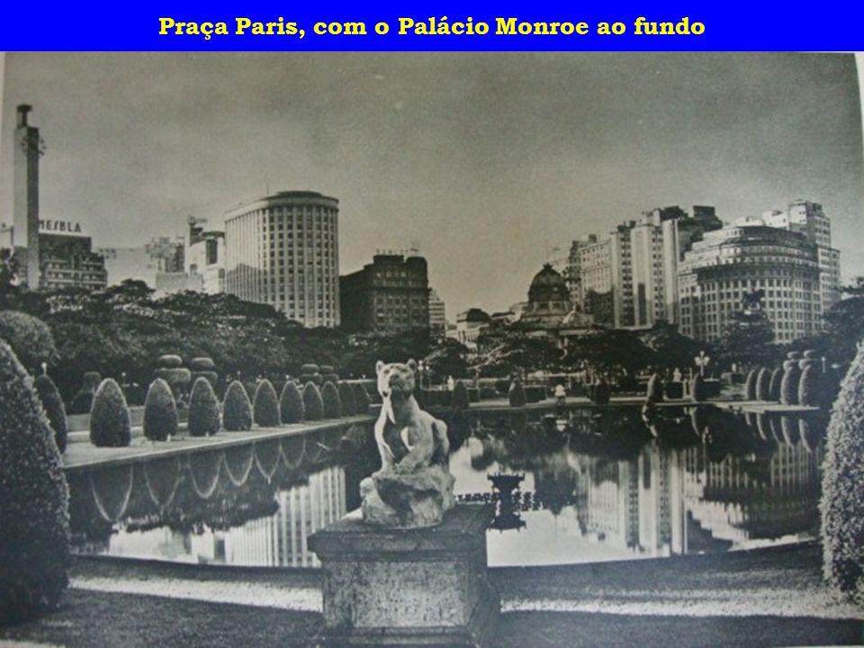 Urca vista do alto do Pão de Açúcar e Corcovado visto do Hotel Paineiras