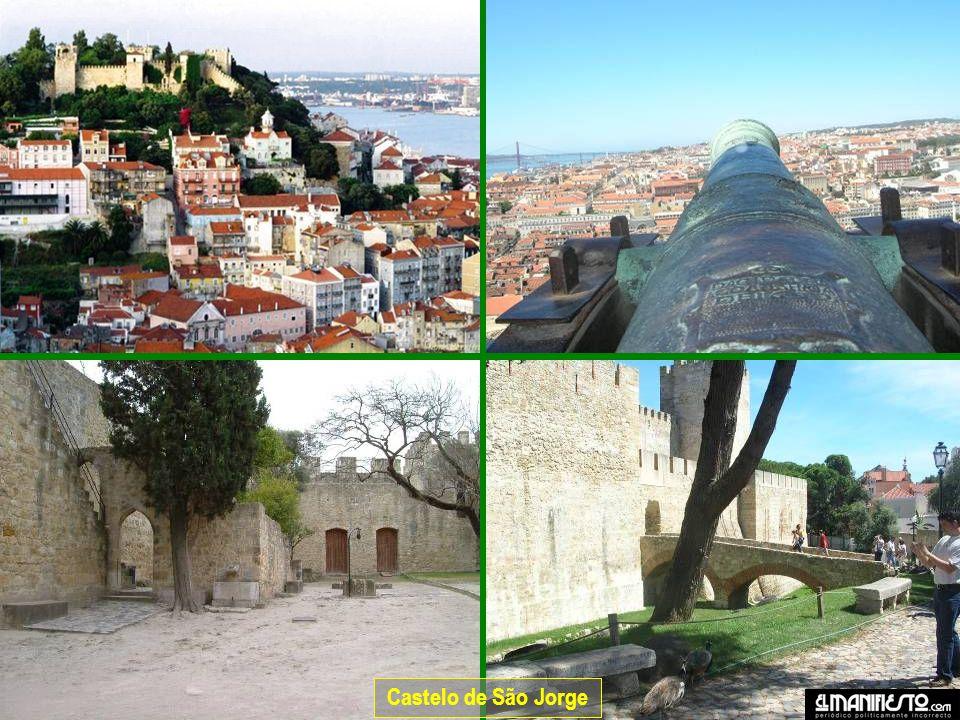Detalhes da fachada do Mosteiro.