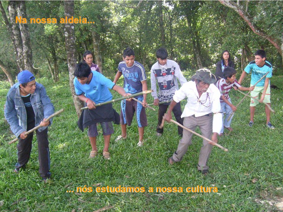 Na nossa aldeia...... nós estudamos a nossa cultura