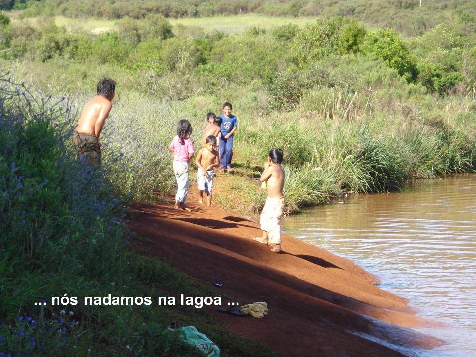 Na nossa aldeia...... nós nadamos na lagoa...