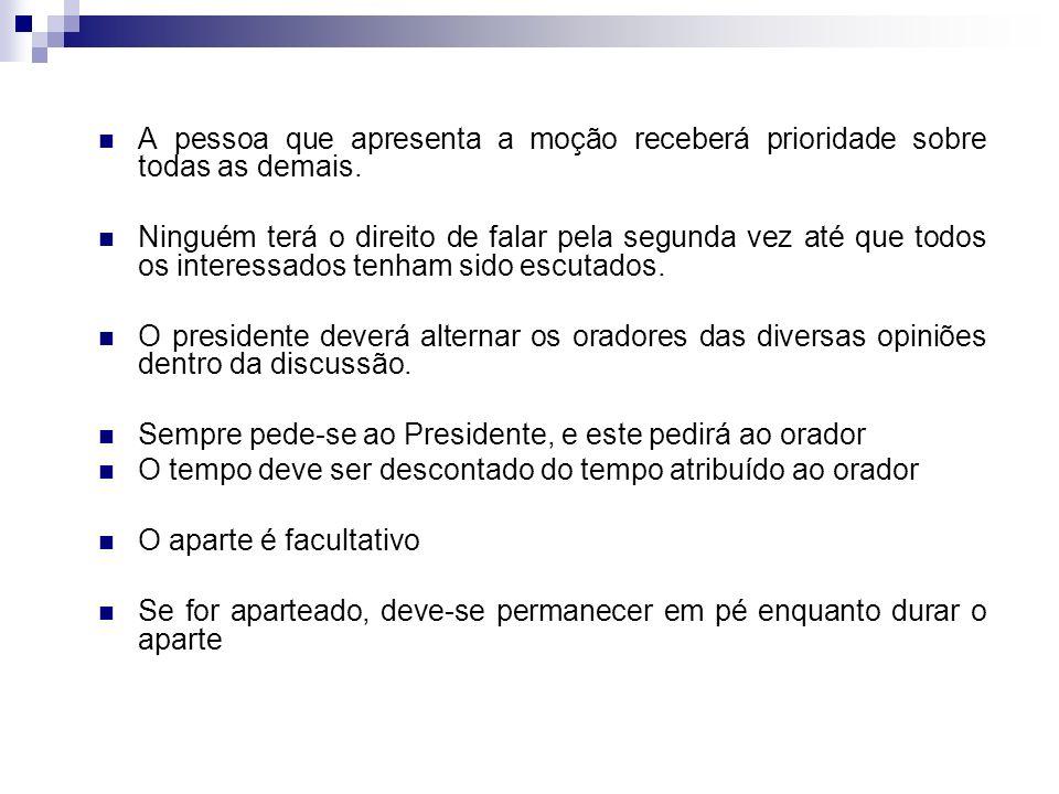 Uso da palavra: O Presidente indica quem utilizará a palavra. A pessoa que deseja ser escutada, deverá levantar-se e dirigir-se ao presidente. Constit