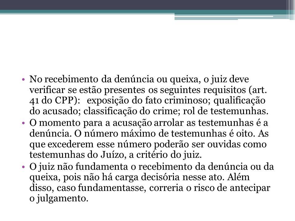 No recebimento da denúncia ou queixa, o juiz deve verificar se estão presentes os seguintes requisitos (art. 41 do CPP): exposição do fato criminoso;
