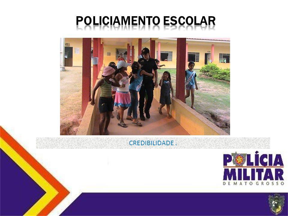 1) IDENTIFICA A VULNERABILIDADE E OS PROBLEMAS NOS ESTABELECIMENTOS DE ENSINO; 2) RETIRA PESSOAS QUE NÃO FAZEM PARTE DO AMBIENTE ESCOLAR; 3) ORIENTA O CORPO DISCENTE E DOCENTE SOBRE SEGURANÇA PÚBLICA; 4) INDICA UM POLICIAL COMO GUARDIÃO ESCOLAR; PROPORCIONA A INTEGRAÇÃO DA PM COM A COMUNIDADE ESCOLAR DIMINUINDO A OPORTUNIDADE DO COMETIMENTO DE DELITOS