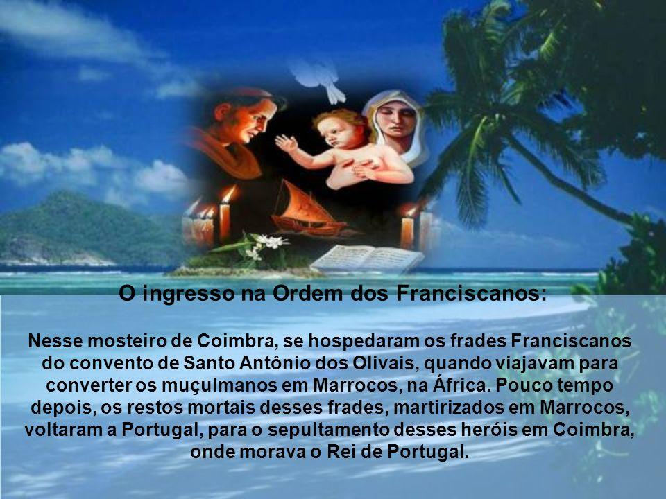 Filho de Martinho de Bulhões e Teresa Taveira, de famílias ilustres, recebeu o nome de Fernando no batismo. Aos 15 anos, entrou no convento da Ordem d