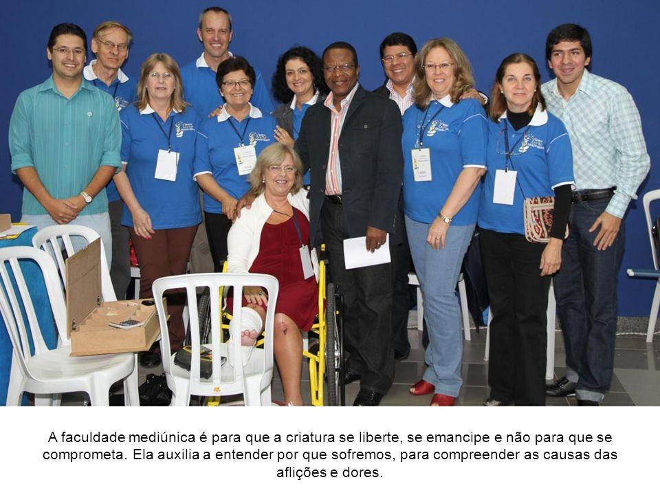 Conferência de José Raul Teixeira O notável conferencista de Niterói/RJ, Raul Teixeira, apresentou o Seminário intitulado Perigos e Inconvenientes da Mediunidade.