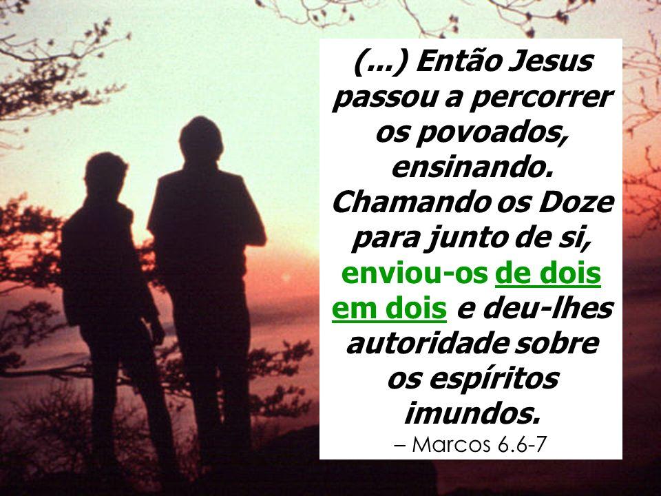 (...) Então Jesus passou a percorrer os povoados, ensinando. Chamando os Doze para junto de si, enviou-os de dois em dois e deu-lhes autoridade sobre