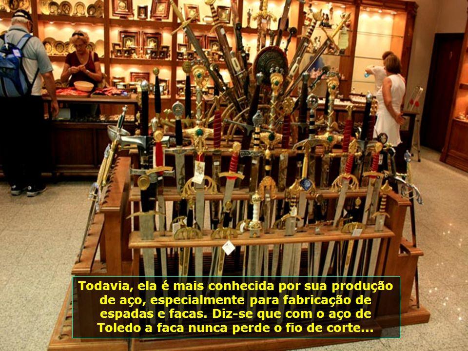São peças em metal e outros materiais, feitas por artesãos famosos dessa região espanhola...