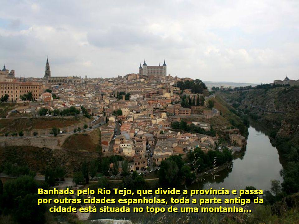 Chegando em Toledo é difícil não sentir o clima poético dessa fantástica cidade medieval de ruas estreitas, com suas construções históricas...