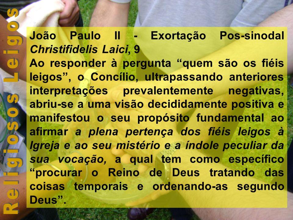 João Paulo II - Exortação Pos-sinodal Christifidelis Laici, 9 Ao responder à pergunta quem são os fiéis leigos, o Concílio, ultrapassando anteriores i