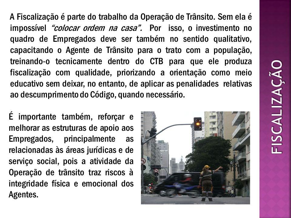 Na lei de criação do Fundo Municipal de Desenvolvimento do Trânsito – FMDT e no decreto que a regulamentou*, foi determinada a prioridade de custeio para o Programa de Identificação Automática de Veículos – PRIAV, que prevê a instalação compulsória de equipamento eletrônico de identificação - chips - para os veículos registrados no município de São Paulo, possibilitando a fiscalização através dos Leitores Automáticos de Placas – LAPs, que poderão ser programados para o controle do rodízio e do pedágio urbano, entre outras.