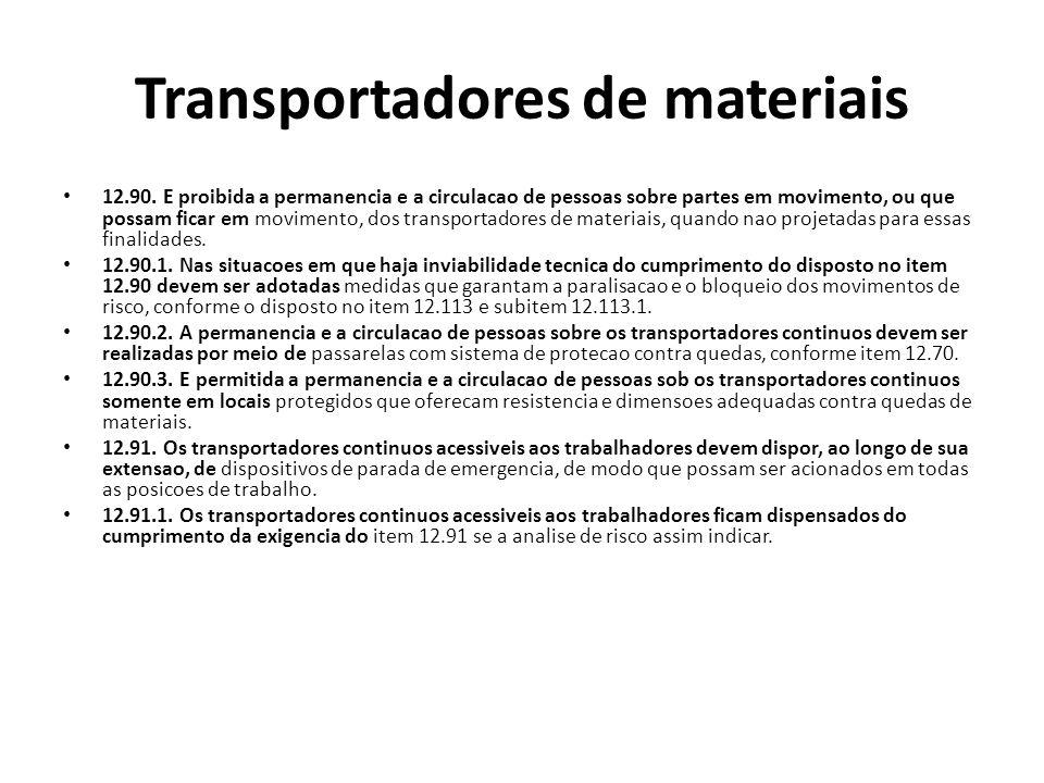 Transportadores de materiais 12.90. E proibida a permanencia e a circulacao de pessoas sobre partes em movimento, ou que possam ficar em movimento, do
