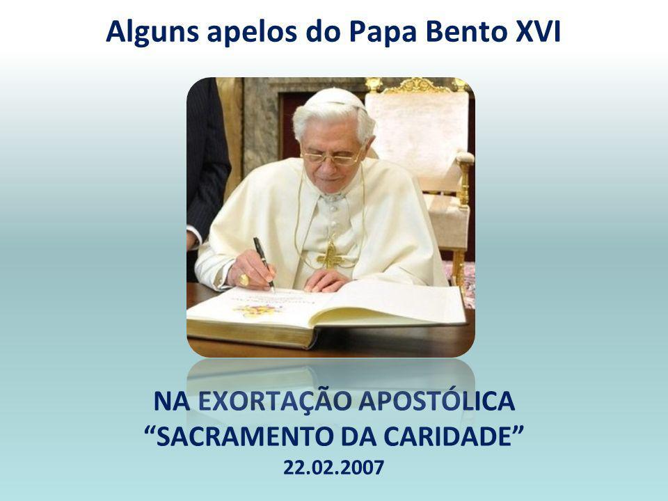 Ministros não se abeiram do altar, sem que o Presidente comungue; devem receber dele a comunhão; MECs aproximam-se do centro do altar, para daí receberam a comunhão e a respectiva píxide para a sua distribuição; Um dos MECs repõe no sacrário o(s) vaso(s) ou píxides, antes de fechar, despede-se, genuflectindo; Se o sacrário com o santíssimo sacramento estiver no presbitério, o sacerdote, o diácono e os outros ministros genuflectem, quando chegam ao altar e quando se afastam dele, não porém durante a própria celebração da Missa.