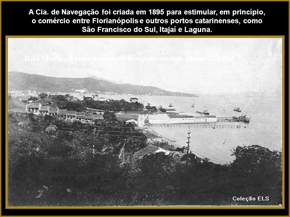 Mercado Público - 1940 Existiam outros trapiches na baía Sul, com destaque para os que ficavam em frente ao Mercado Público e Alfândega.