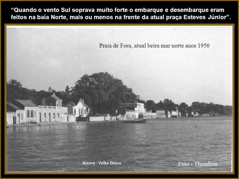 Miramar e Praça Fernando Machado - anos 1930 Os tripulantes desses navios usavam o trapiche do Miramar para chegar em terra, em algumas ocasiões.