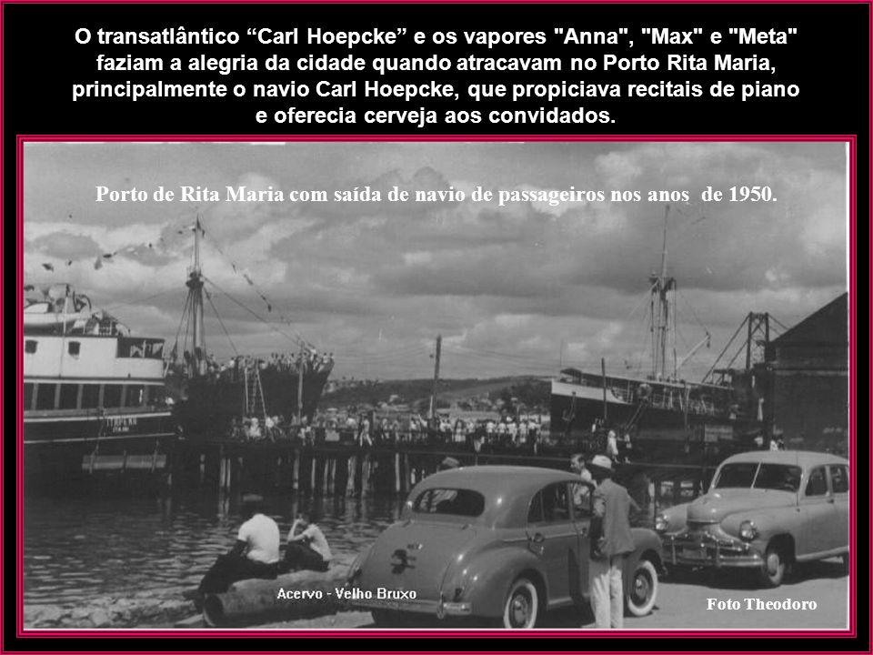 Rita Maria - Navio Carl Hoepcke atracando - Década de 1920 Construído na Alemanha, em 1926, o navio contava 62,40 metros de comprimento e 10,96 metros