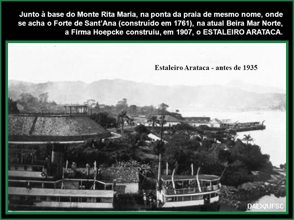 Foto Theodoro Porto de Rita Maria com saída de navio de passageiros nos anos de 1950. O transatlântico Carl Hoepcke e os vapores