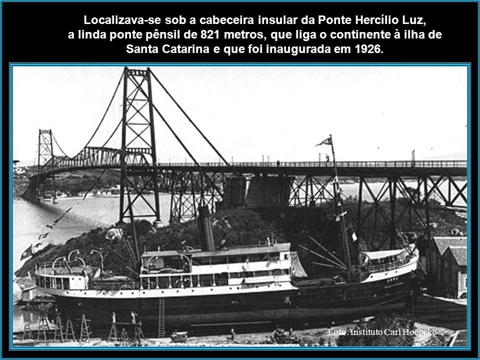 Estaleiro Arataca - 1930 O estaleiro era uma construção rústica composta de varias edificações e de uma