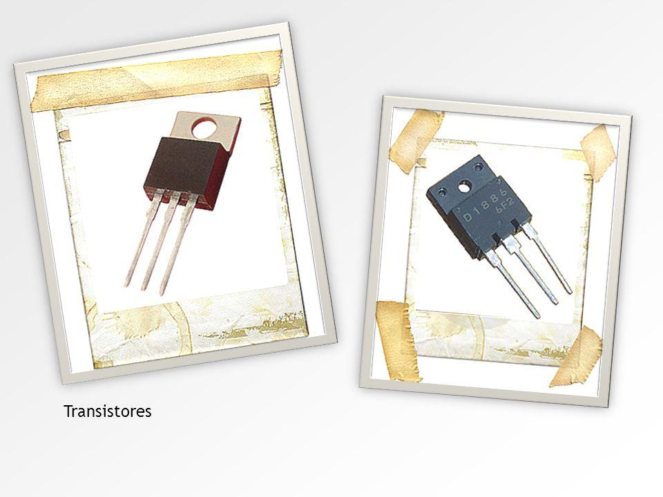 Segunda geração Foi em 1947 que surgiu o primeiro transistor, produzido pela Bell Telephone Laboratories. Esta descoberta revolucionou a eletrônica, o
