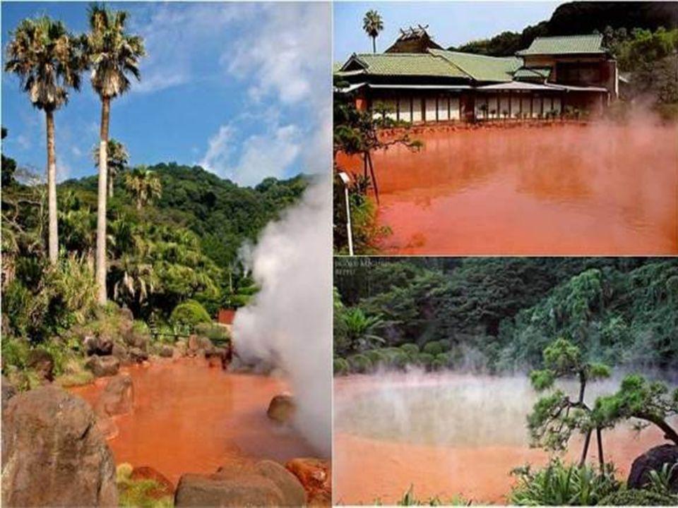 Corrego do Sangue Quente – Japão O Córrego do Sangue Quente é um dos infernos (jigoku) de Beppu, no Japão. Nove espetaculares termas que são mais para