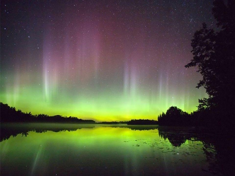 Aurora Austral e Boreal Fenômeno ótico comum nas regiões próximas aos pólos, as auroras boreais (no pólo Norte) e austrais (Sul) levam ao céu um brilh