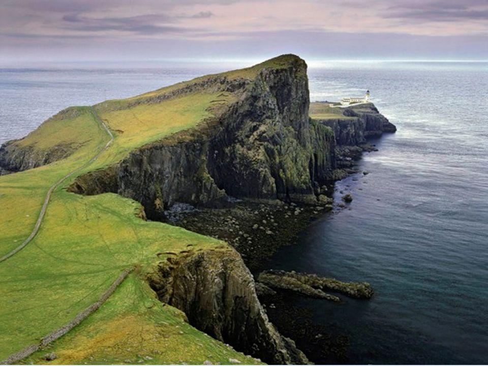 Neist Point Skye – Escócia Neist Point é famosa por suas formações de rocha, que são muito semelhantes às que estão em Giants Causeway da Irlanda do N