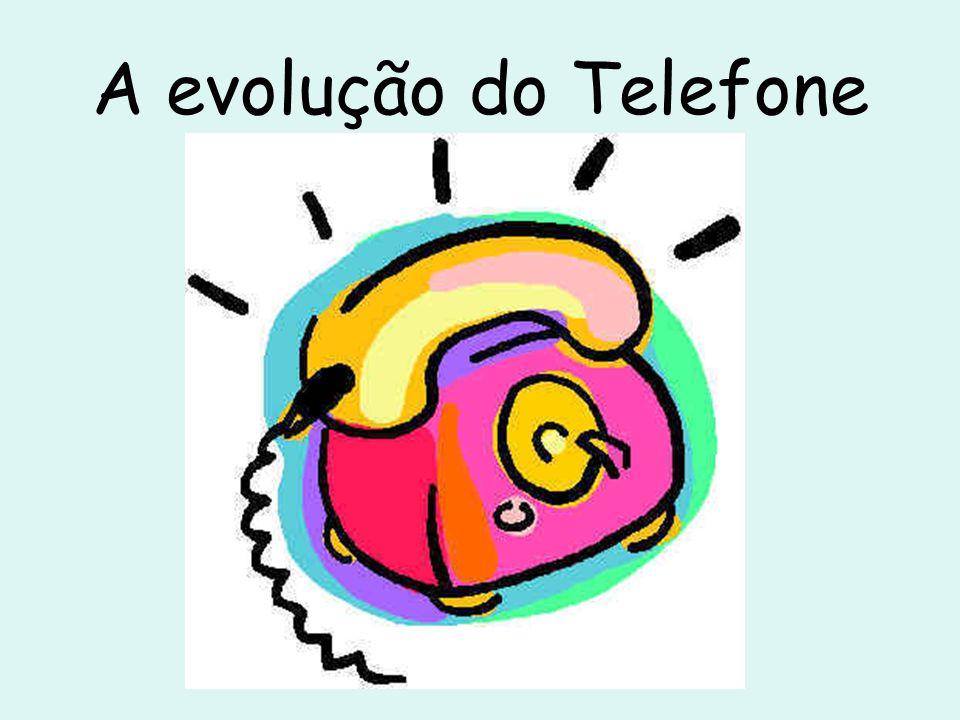 O telefone da Panasonic, 3 em 1 Representante da evolução dos aparelhos atuais, o KX-TG5433M, da Panasonic, conta com três fones sem fio, com visores LCD, secretária eletrônica, funções viva-voz e identificador de chamadas.