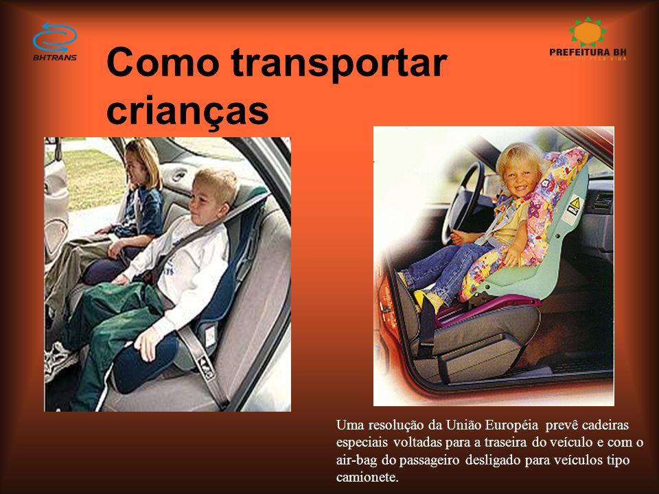 Como transportar crianças w Entre 4 e 8 anos (de 18 a 35 kg) Banco traseiro com assento especial que permita a instalação do cinto de três pontos de f