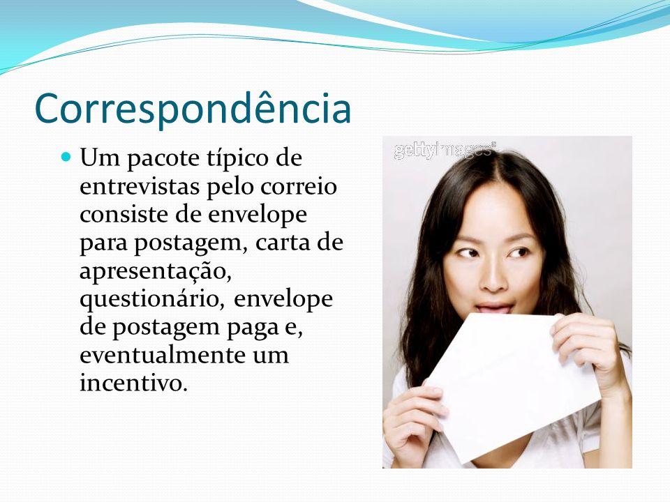 Correspondência Um pacote típico de entrevistas pelo correio consiste de envelope para postagem, carta de apresentação, questionário, envelope de post