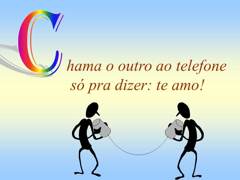 hama o outro ao telefone só pra dizer: te amo!