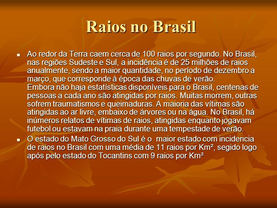 Raios no Brasil Raios no Brasil Ao redor da Terra caem cerca de 100 raios por segundo. No Brasil, nas regiões Sudeste e Sul, a incidência é de 25 milh