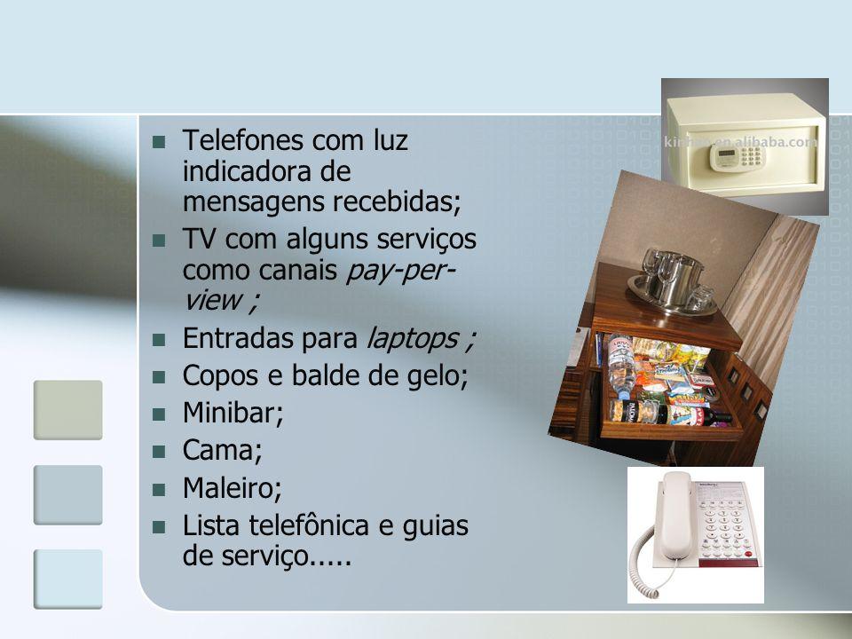 Telefones com luz indicadora de mensagens recebidas; TV com alguns serviços como canais pay-per- view ; Entradas para laptops ; Copos e balde de gelo;