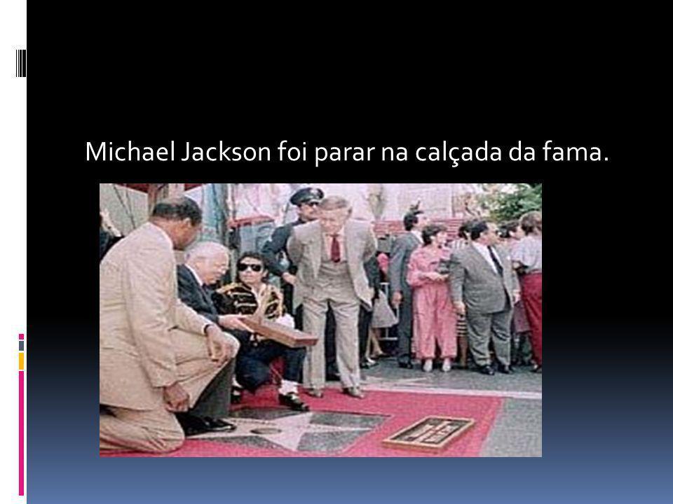 Michael Jackson foi parar na calçada da fama.