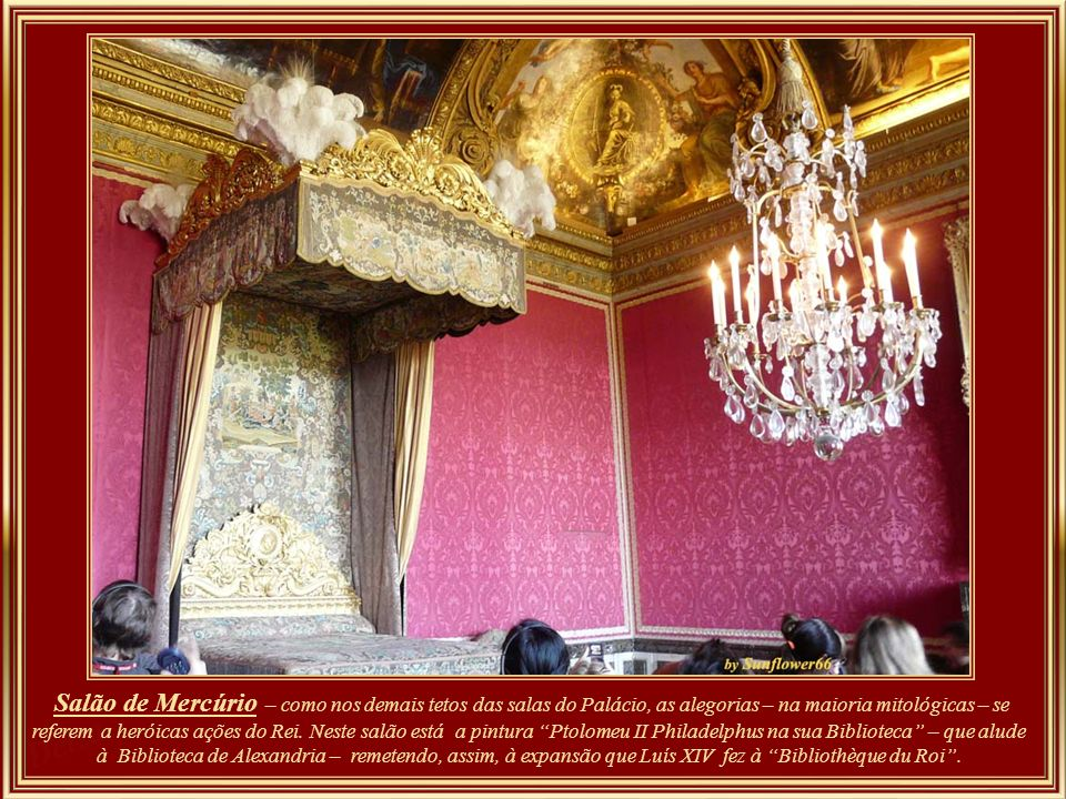 Originalmente, o Salão de Marte foi concebido como uma sala da guarda. Durante a maior parte do reinado de Luís XIV esta serviu como salão de baile, q