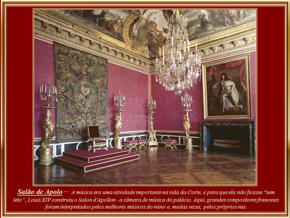 Salão de Mercúrio – como nos demais tetos das salas do Palácio, as alegorias – na maioria mitológicas – se referem a heróicas ações do Rei. Neste salã