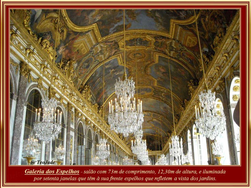 Galeria dos Espelhos - Para executar esta galeria que liga o grande apartamento do rei com o grande apartamento da rainha, foi preciso suprimir três s