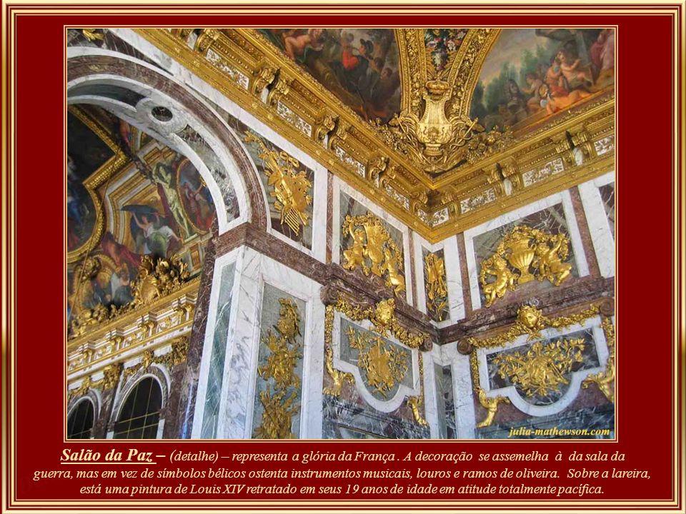 Salão da Guerra - foi iniciado em 1679 e dedicado a Bellona, a deusa romana da guerra. Um enorme medalhão acima da lareira mostra o triunfante Louis X