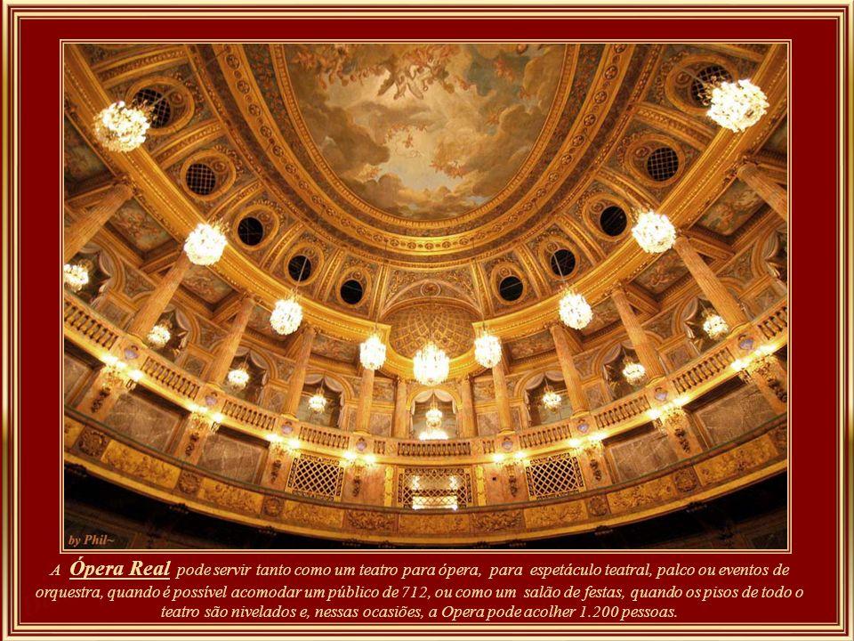 Opera – (foyer) - inaugurada em 1770 em comemoração do casamento do delfim – o futuro Louis XVI – com Maria Antonieta.