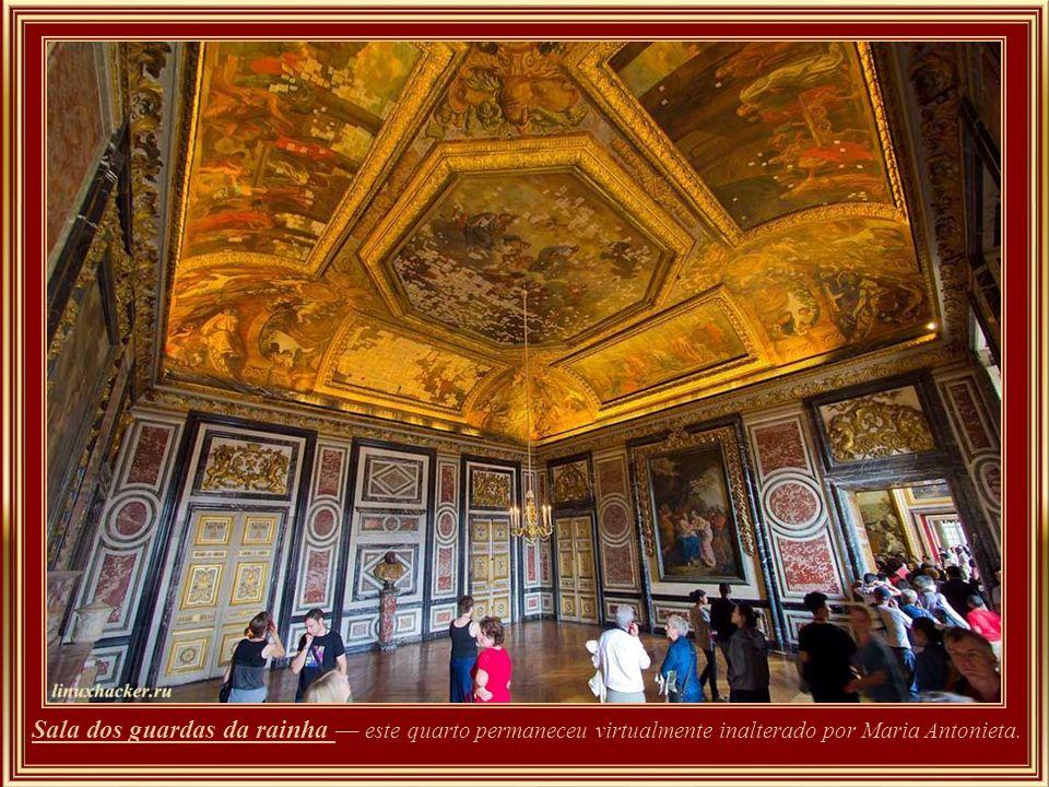 Em 1770 a Arquiduquesa austríaca Maria Antonieta casou com o delfim, e mais tarde Luís XVI instalou residência nestas salas. Quando Luís XVI ascendeu