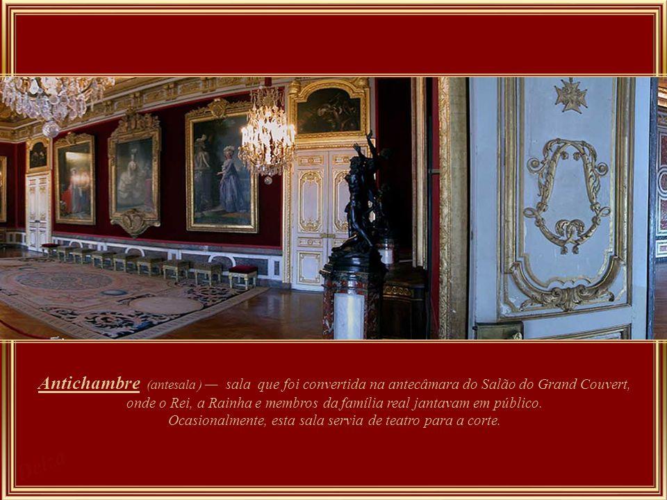 Sala dos guardas da rainha este quarto permaneceu virtualmente inalterado por Maria Antonieta.