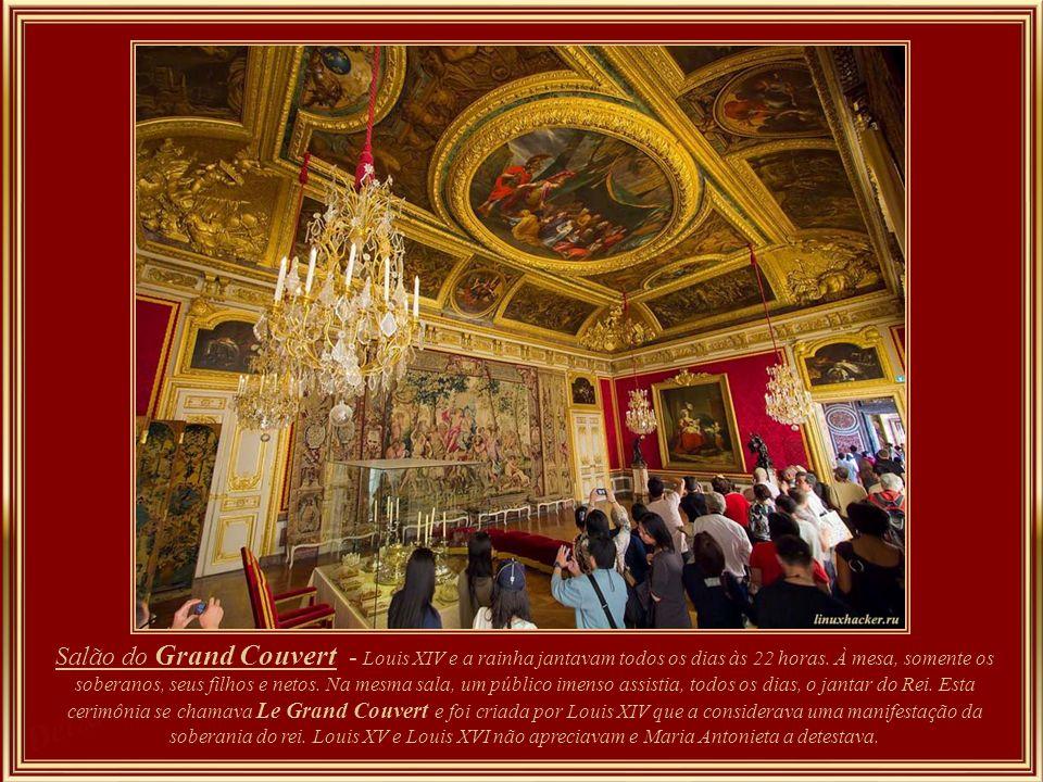 Antichambre (antesala ) sala que foi convertida na antecâmara do Salão do Grand Couvert, onde o Rei, a Rainha e membros da família real jantavam em pú