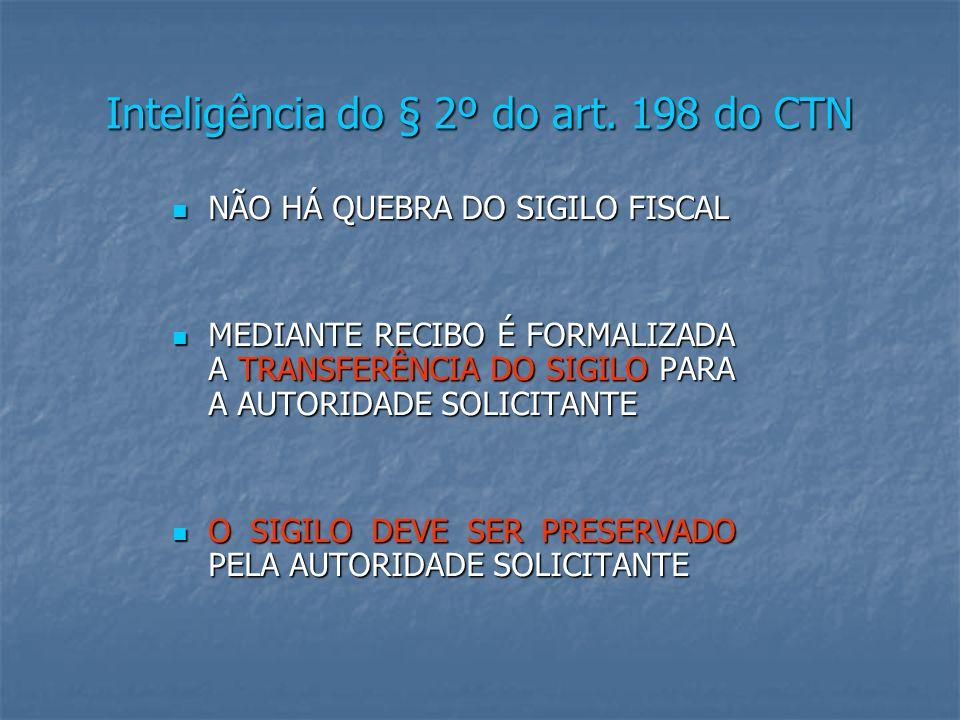 INFORMES SOBRE O MONTANTE DE CPMF NÃO CARACTERIZAM QUEBRA DE SIGILO BANCÁRIO Origem: TRIBUNAL - TERCEIRA REGIÃO Classe: AG - AGRAVO DE INSTRUMENTO - 130947 Processo: 2001.03.00.014840-6 UF: SP Orgão Julgador: TERCEIRA TURMA Data da Decisão: 18/12/2002 Documento: TRF300071683 DJU DATA:23/04/2003 PÁGINA: 106 RTRF3 71/381 Relator: JUIZA CECILIA MARCONDES CONSTITUCIONAL - TRIBUTÁRIO - AGRAVO DE INSTRUMENTO -- SIGILO BANCÁRIO - QUEBRA - POSSIBILIDADE - CF ART.