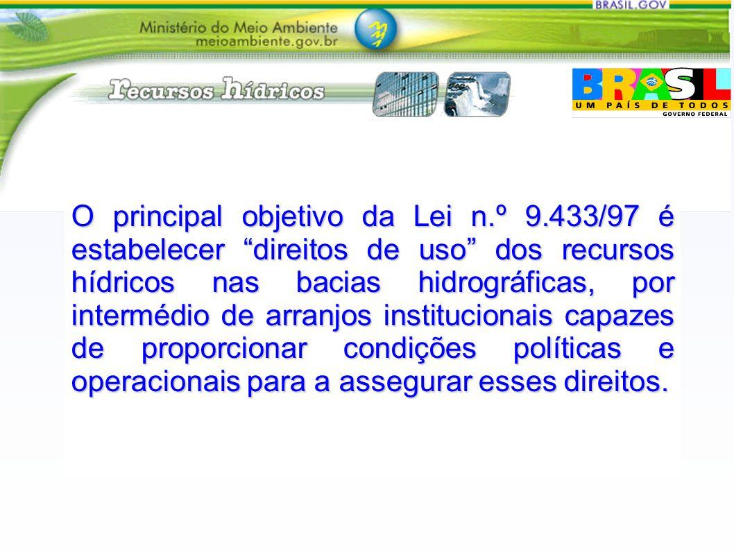 O principal objetivo da Lei n.º 9.433/97 é estabelecer direitos de uso dos recursos hídricos nas bacias hidrográficas, por intermédio de arranjos inst