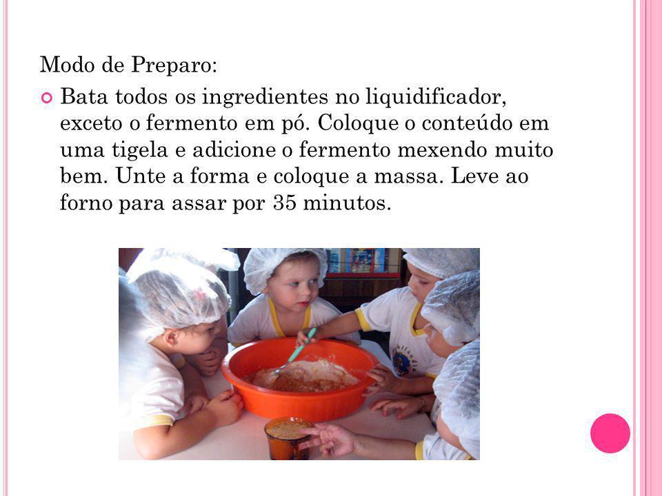 Modo de Preparo: Bata todos os ingredientes no liquidificador, exceto o fermento em pó. Coloque o conteúdo em uma tigela e adicione o fermento mexendo