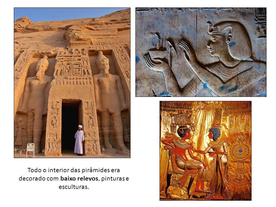 Todo o interior das pirâmides era decorado com baixo relevos, pinturas e esculturas.