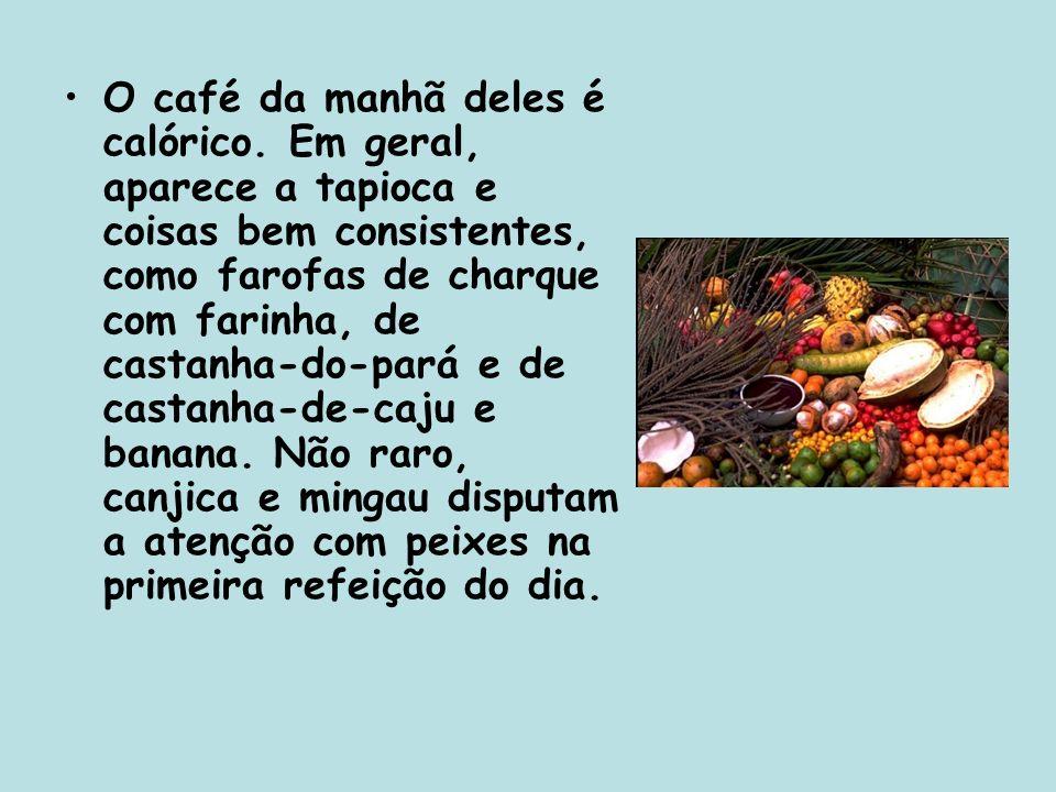 Os cardápios tradicionais de almoço e jantar incluem caldeirada de vários tipos de peixe, o pato no tucupi e o tacacá.