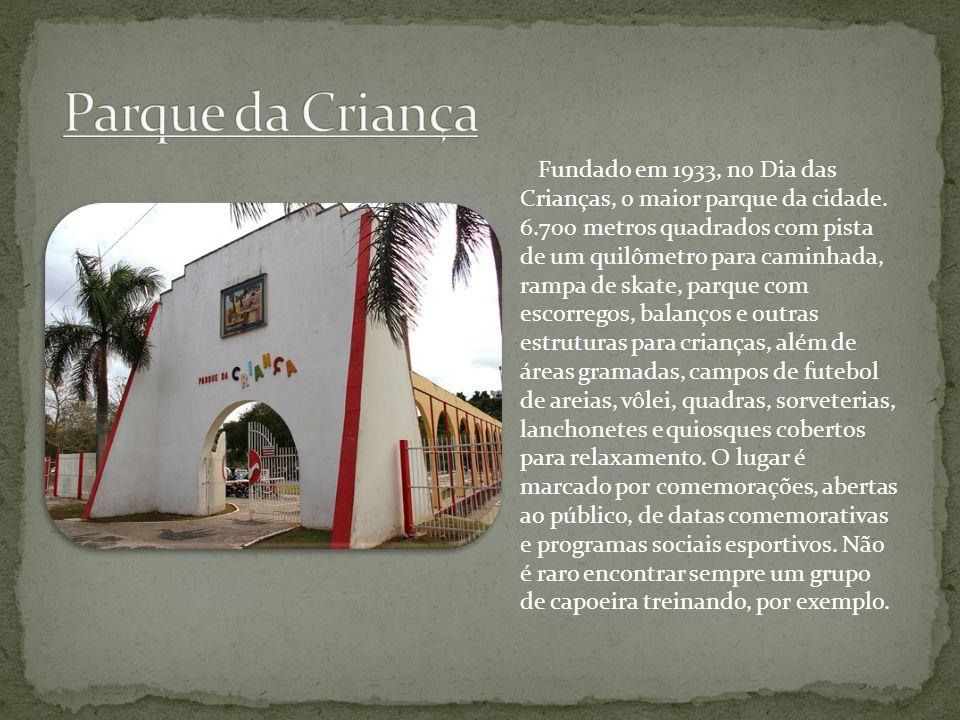 Fundado em 1933, no Dia das Crianças, o maior parque da cidade. 6.700 metros quadrados com pista de um quilômetro para caminhada, rampa de skate, parq