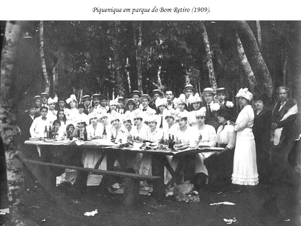 Piquenique em parque do Bom Retiro (1909).