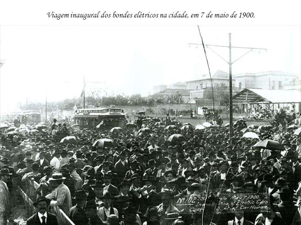 Viagem inaugural dos bondes elétricos na cidade, em 7 de maio de 1900.