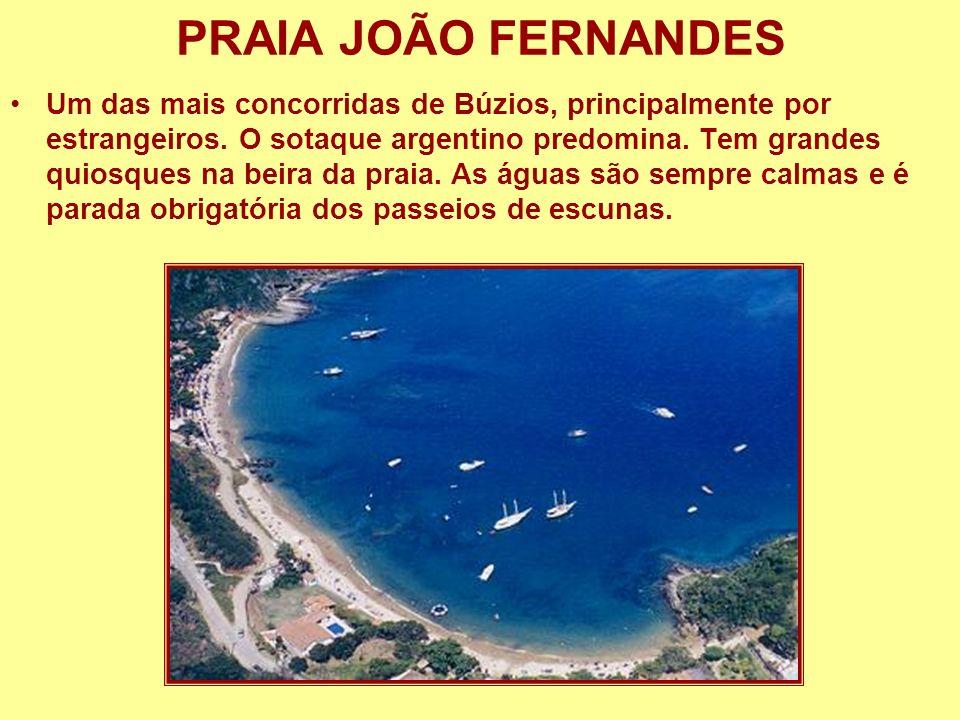 PRAIA JOÃO FERNANDES Um das mais concorridas de Búzios, principalmente por estrangeiros. O sotaque argentino predomina. Tem grandes quiosques na beira