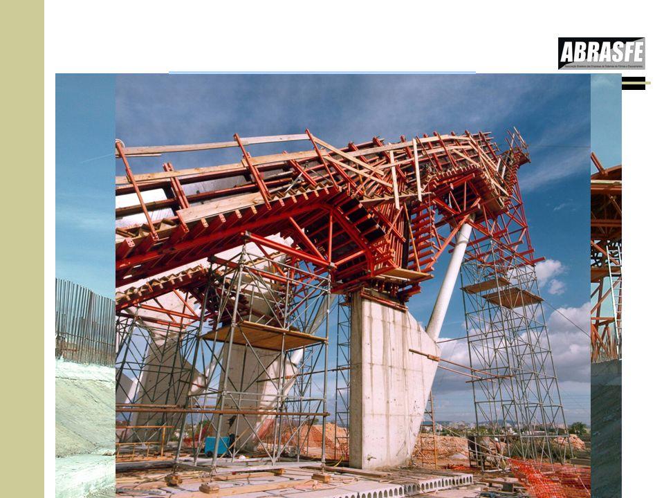 Podemos concluir que a grande vantagem desta Instrução Técnica é poder determinar a pressão do concreto em fôrmas em qualquer inclinação: d.